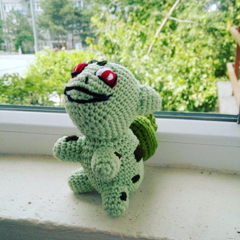 Crochet Pattern of Pokeball from
